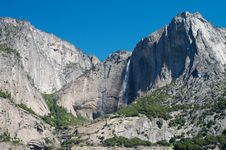 Free Mountain Waterfall In Yosemite Royalty Free Stock Images - 25417109