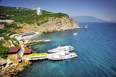 Free Rock And Hotel Sail In Yalta Royalty Free Stock Photos - 25423028