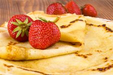 Free Pancakes And Fresh Strawberry Stock Photography - 25449112