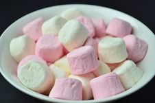 Free Marshmallows Royalty Free Stock Photography - 25461217