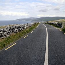Free The Burren Near Derreen, West Eire Royalty Free Stock Image - 25461286