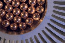 Free Little  Metallic Magnetic Balls Royalty Free Stock Images - 25469939