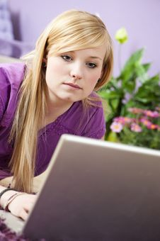 Free Pretty Young Woman Using Laptop Royalty Free Stock Photos - 25483738