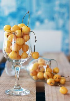 Free White Cherries Stock Image - 25485331