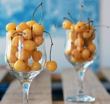Free White Cherries Royalty Free Stock Images - 25485339