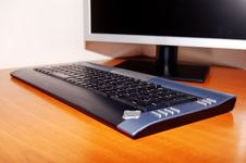 Free Lcd Monitor And Keyboard Royalty Free Stock Image - 2555196