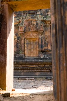Free Banteay Srey Doorway Royalty Free Stock Image - 2556496