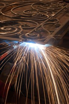 Free Worker Welding Metal Royalty Free Stock Photography - 25504187