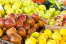 Free Fresh Fruit Market Royalty Free Stock Photos - 25521768
