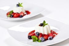 Free Panna Cotta And Blueberries Royalty Free Stock Photo - 25532505