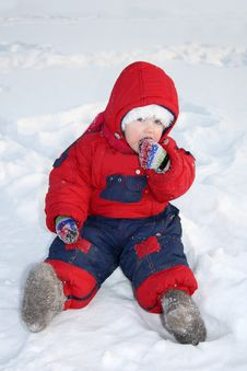 Free Little Girl Sits On Snow And Eats Snow Royalty Free Stock Photography - 25540887