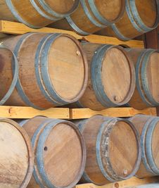 Free Wall Of Wooden Barrels Royalty Free Stock Photography - 25550657