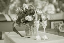 Free Nostalgic Flowers And Wine At The Celebration Royalty Free Stock Image - 25550746