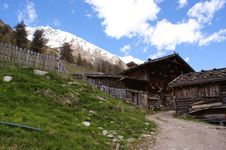 Free An Old Alpine Hut Stock Photos - 25580303