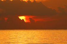 Free Sunrise Over Ocean Royalty Free Stock Image - 25592346