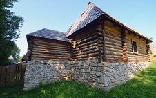 Free Stone Platform Home Stock Photo - 25594960