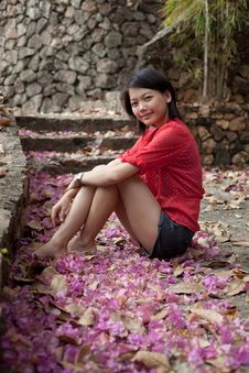 Free Asian Woman Sitting On Ground With Paper Flowers Royalty Free Stock Photo - 25599895