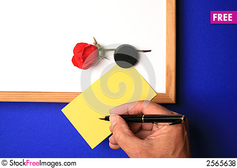 Free Whiteboard With Yellow Note Royalty Free Stock Photos - 2565638