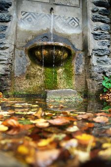 Free Water Well Royalty Free Stock Photos - 2560858