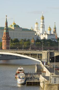 Free Moscow River And Kremlin Royalty Free Stock Photos - 2565468