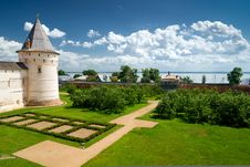 Free View Of Nero Lake From The Rostov Kremlin Royalty Free Stock Image - 25607546