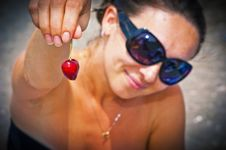 Free Two Sweet Cherries Royalty Free Stock Images - 25613629