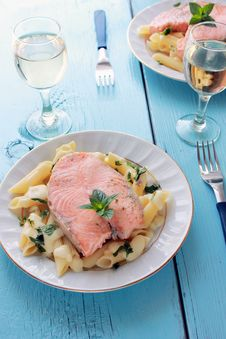 Free Salmon And Penne Royalty Free Stock Photography - 25618397