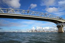 Free Auckland City And Harbour Bridge Royalty Free Stock Image - 25635266