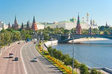 Free View Of The Kremlin From The Patriarchal Bridge Stock Image - 25637631