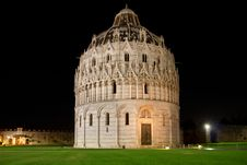 Free Baptistry In Pisa Royalty Free Stock Images - 25681699