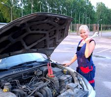 Free Beautiful  Woman Repairing The Car Royalty Free Stock Photos - 25695258