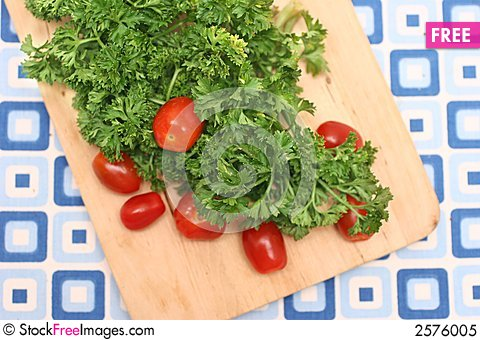 Free Parsley & Tomatoes Royalty Free Stock Photo - 2576005