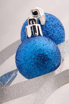 Free Blue Ball Stock Image - 2570741