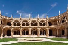 Free Fountain In Court Of Jeronimos Monastery, Lisbon Stock Photography - 25707262