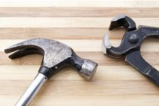 Free Old Wrench And Hammer Royalty Free Stock Images - 25715329