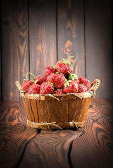 Free Strawberries In A Basket Royalty Free Stock Photo - 25716585