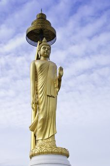 Free Golden Buddha Statue Royalty Free Stock Photography - 25735307