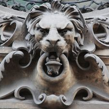 Free Sculpture Of A Lion As A Symbol Of Strength Stock Photography - 25736122