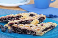 Free Blueberry Turnovers Royalty Free Stock Photography - 25748287