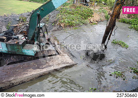 Free Dredging The Canal Stock Photo - 25750660