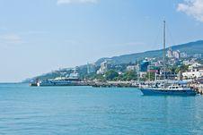 Free Yalta Seafront Royalty Free Stock Image - 25750716