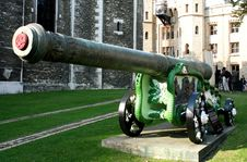 Free Tower Of London Cannon Royalty Free Stock Photography - 2585537