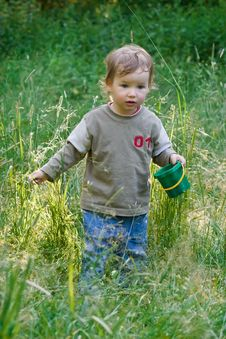 Free Lovely Child Plays To A Grass Royalty Free Stock Photos - 2589168