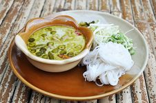 Rice Noodle With Ckicken Green Curry (Thai Food) Stock Photography