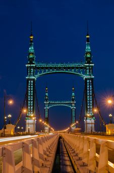 Free Suspension Bridge At Night Royalty Free Stock Photography - 25834547