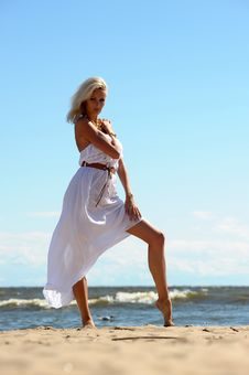Free Blonde In A White Dress Royalty Free Stock Photography - 25836457