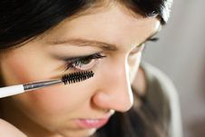 Free Beautiful Woman Applying Mascara On Her Eye Royalty Free Stock Photography - 25838297