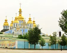 Free Domes Of The St. Michael S Monastery In Kiev Royalty Free Stock Photo - 25850375