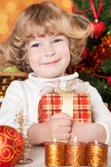 Free Happy Child Holding Gift Box Royalty Free Stock Images - 25860589