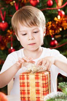 Free Boy Opening Xmas Present Stock Image - 25861021